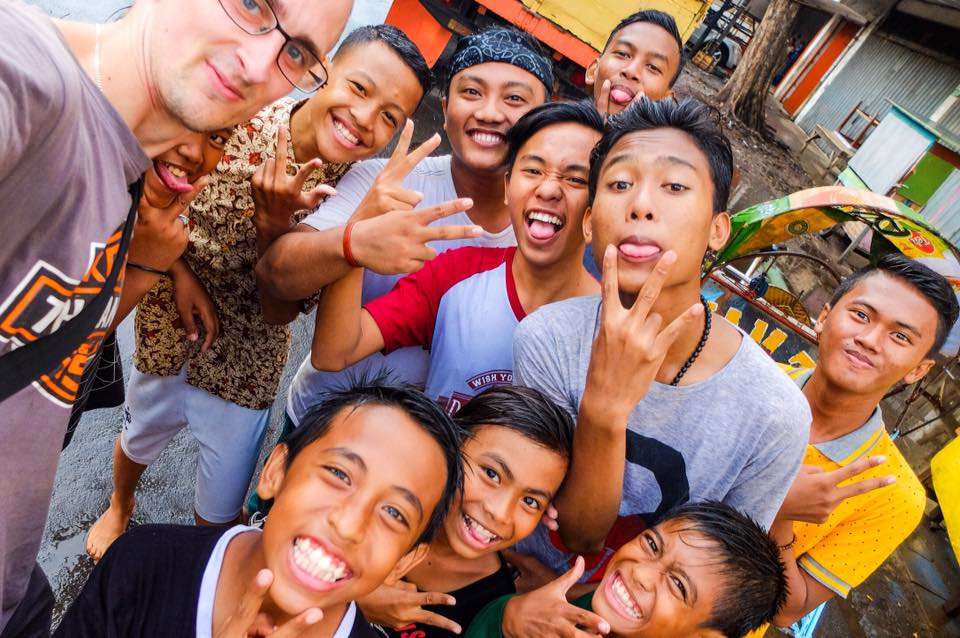Kaspars un bērni Surabaijā, Indonēzijā - Latvieši Ceļo