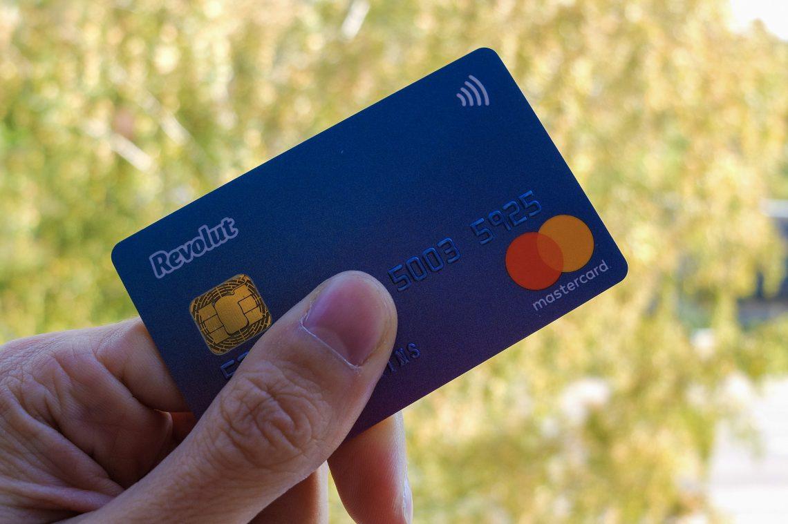 Revolut bankas karte ceļotājiem un pirkumiem internetā - Latvieši Ceļo