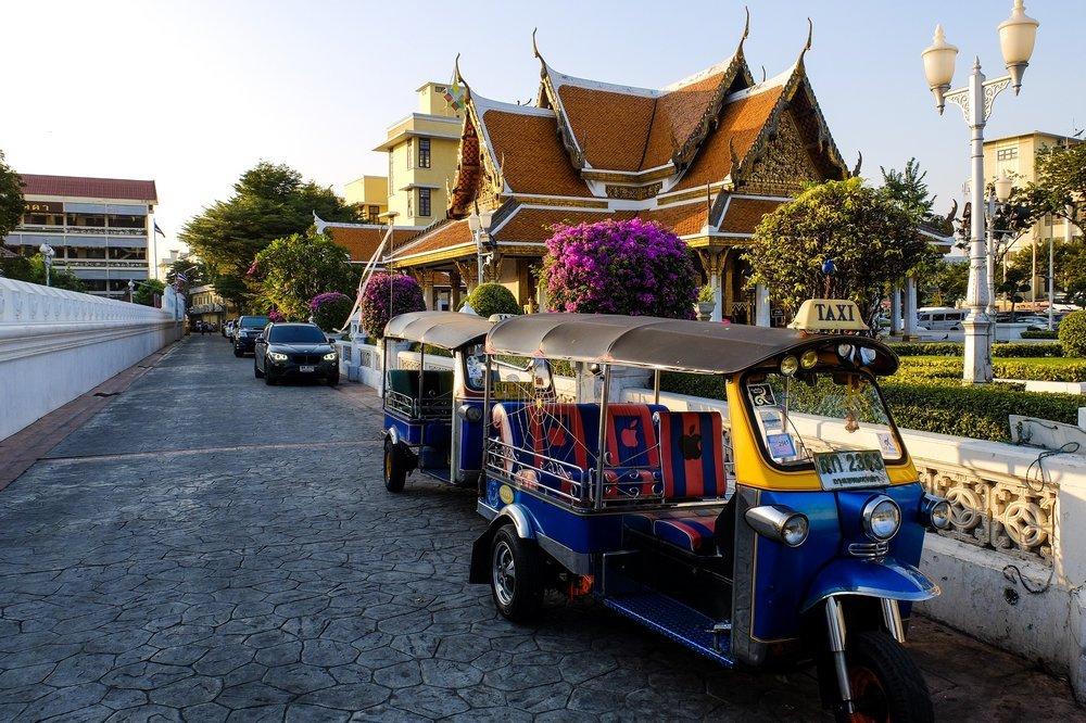 Tuktuks Bangkokā, Taizemē - Latvieši Ceļo