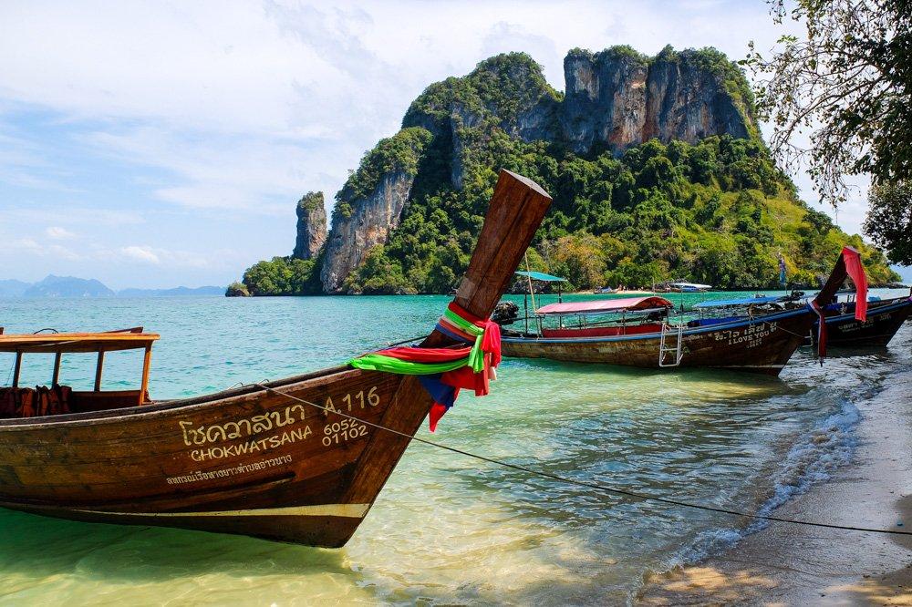 Uz vienas no salām Krabi apkārtnē - Labākās budžeta viesnīcas Krabī un Ao Nang