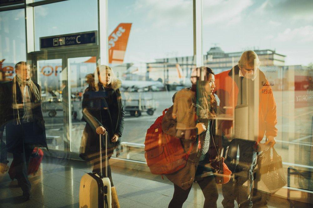 CIlvēki lidostā - Ieteikumi, dodoties pirmajā avioceļojumā