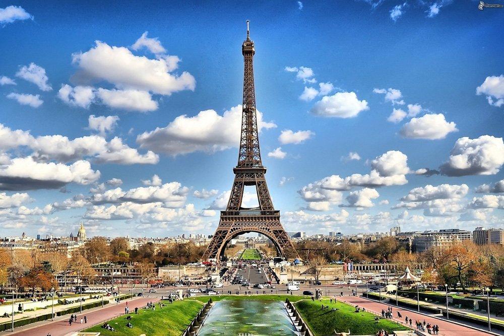 Eifeļa tornis Parīzē - Labākās budžeta viesnīcas Parīzē