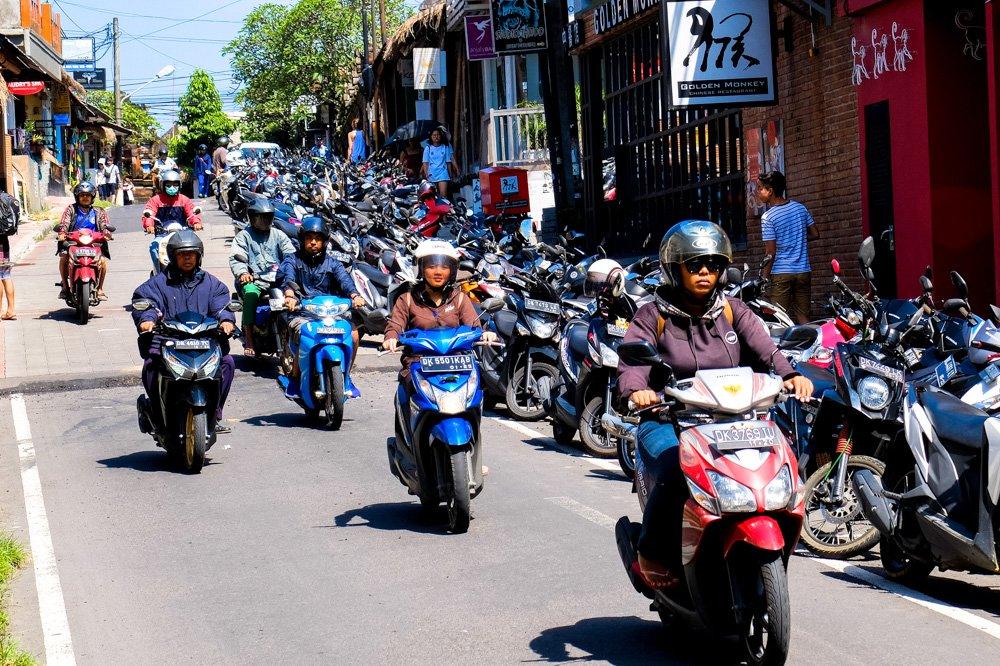 Motorolleri Ubudā - Ar motorolleri pa Bali salu