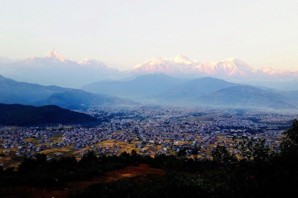 Skats uz Pokharu un apkārtnes kalniem, Nepāla