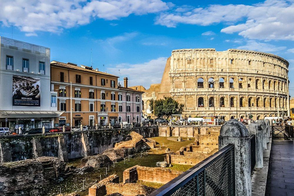 Skats uz Kolizeju Romā, Itālijā - Labākās budžeta viesnīcas Romā