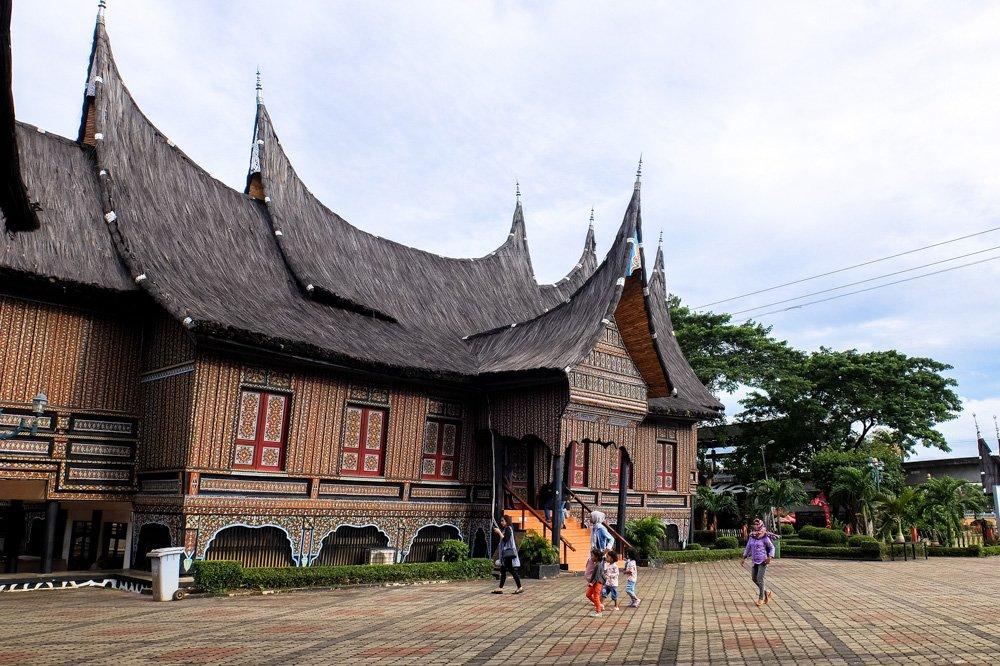 Tradicionālās indonēziešu mājas - Indonēzijas vīza - Vīza uz Indonēziju
