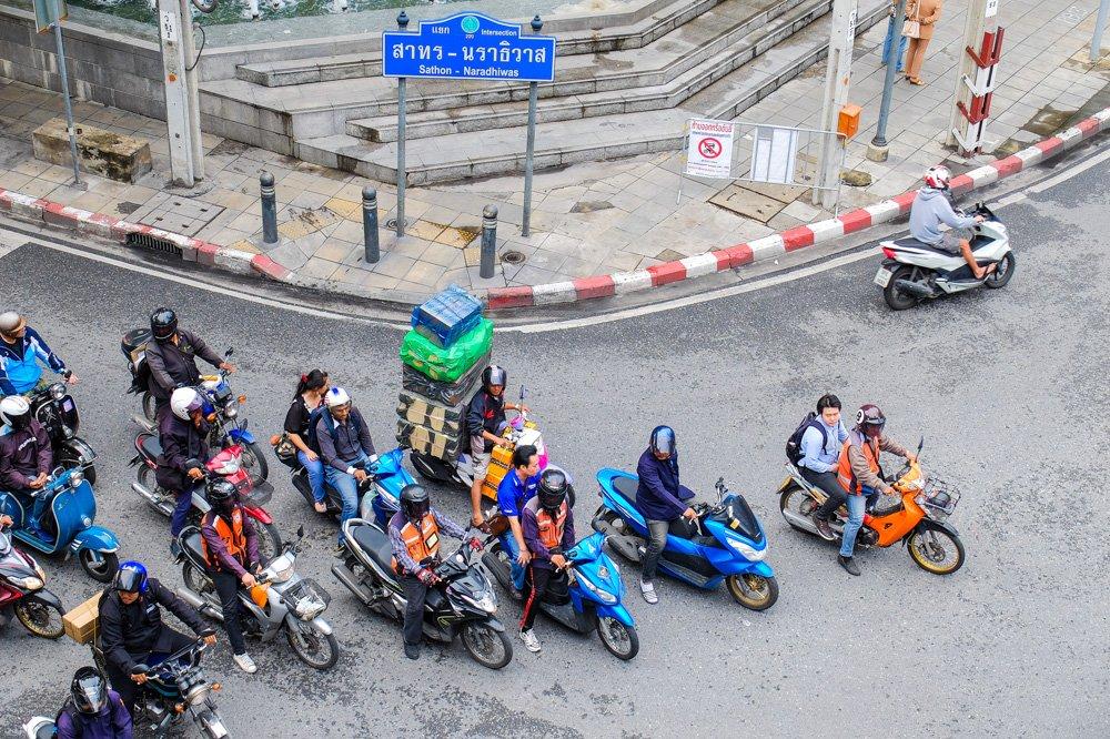 Motorolleri uz ceļa Bangkokā - Ar motorolleri Taizemē