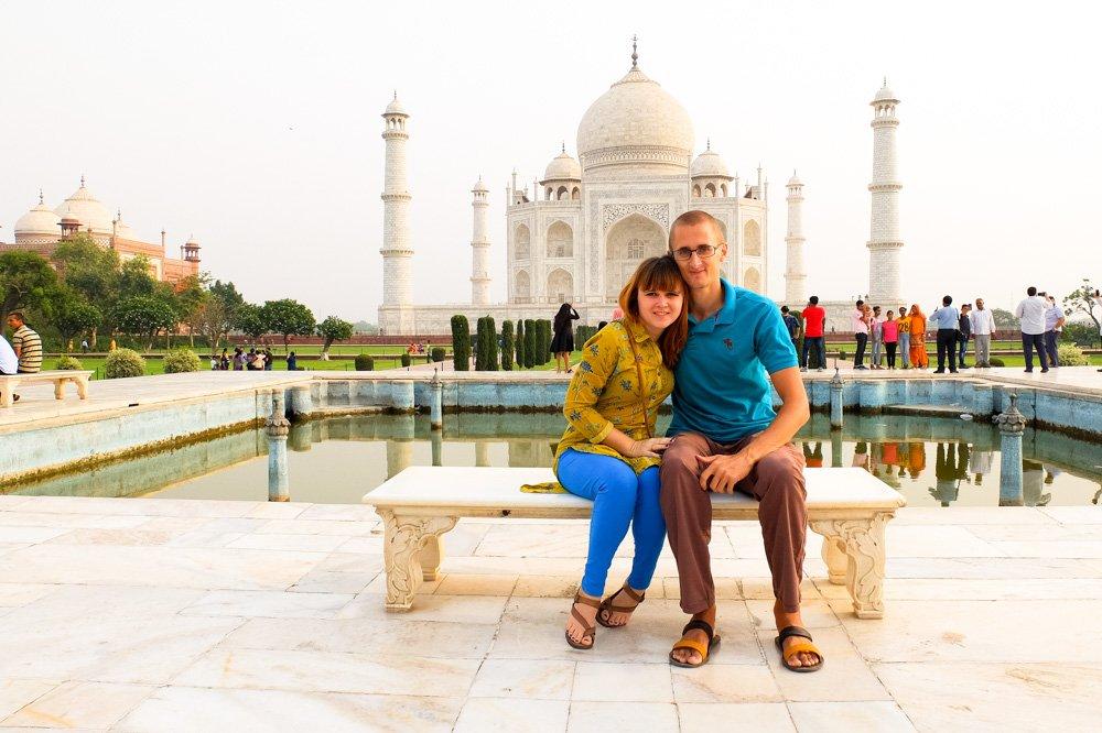Kaspars un Una - pie Tadžmahala Indijā