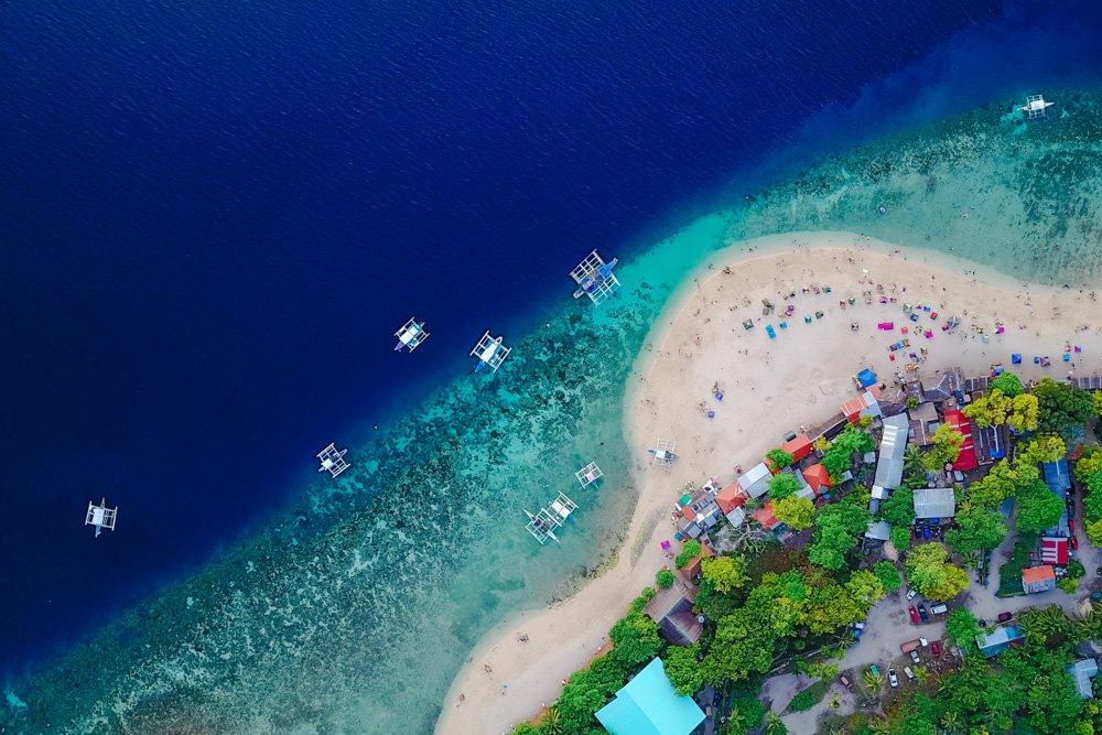 Skats uz pludmali no augšas - Labākās budžeta viesnīcas Cebu