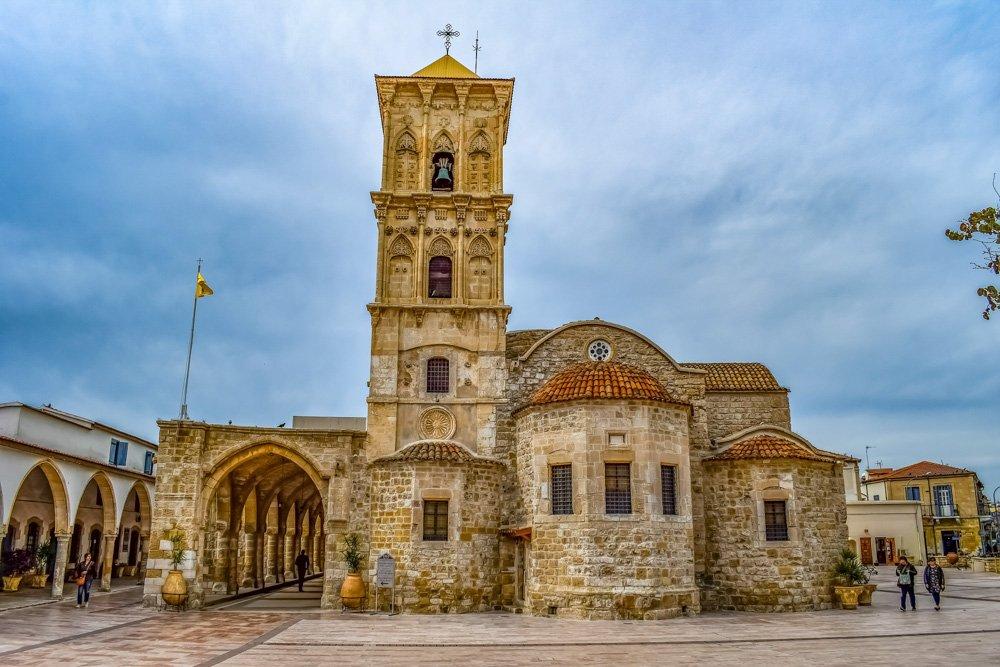 Baznīca Kiprā - Viesnīcas Larnakā, Kiprā