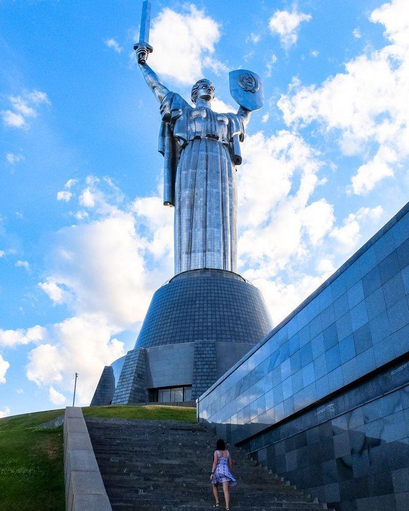 Statuja Māte Dzimtene