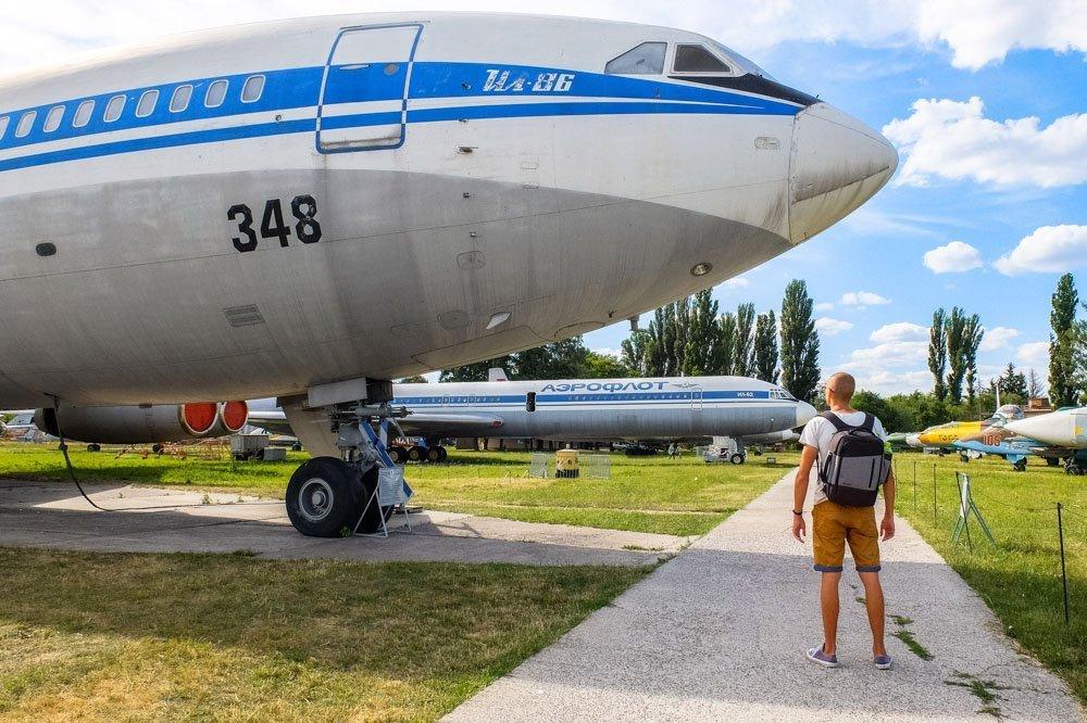 Kaspars pie lidmašīnas Kijevā