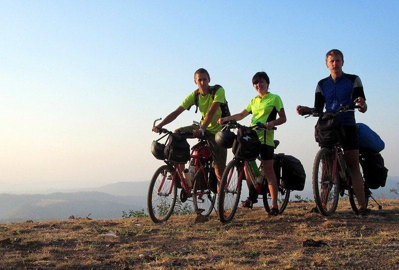 Trīs velosipēdisti